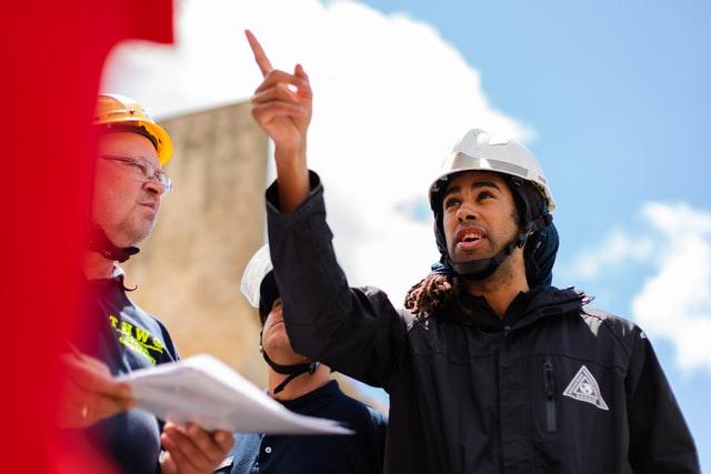 thisisengineering raeng vEoMKBdUIzs unsplash - 20代で建設業の現場監督「急な休日出勤が多い」仕事やめるに辞めれない